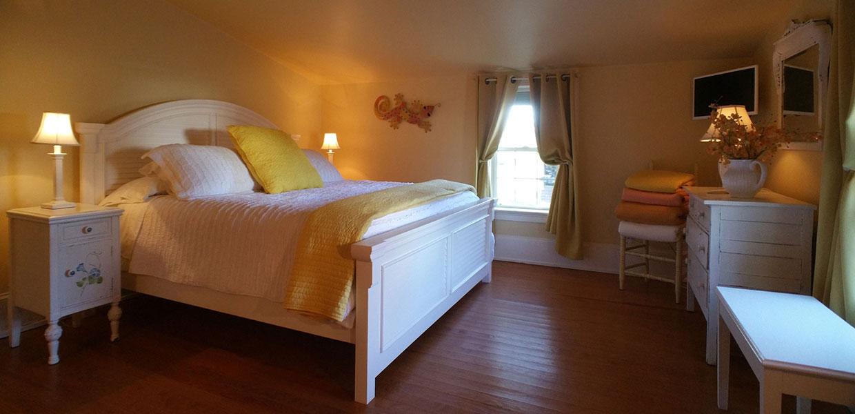 Bb spacious honeymoon suite inner banks of nc near for Honeymoon suites in north carolina